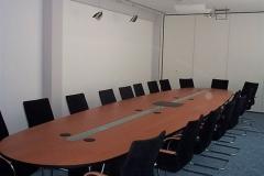 Konferenztisch - amerikanisch Kirschbaum, Untergestell deckend schwarz lackiert