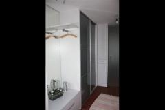 Garderobenanlage mit Nurglastür, Oberfläche lt. RAL deckend lackiert