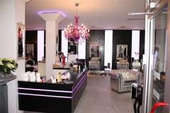 Ausbau eines Friseurgeschäftes mit Wand u. Säulenverkleidungen, Arbeitsplätzen, Theke und LED-Leuchtelementen