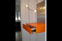 Stehpult mit Beleuchtung in einer Praxis