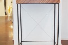 Kleine Komode auf Metalluntergestell - Holzart Zebrano Echtholz