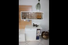 Medienwand im Wohnzimmer, Holzart deckend lt. RAL hochglanz lackiert/ europ. Kirschbaum, Rückwand mit 3-seitig umlaufender LED-Beleuchtung